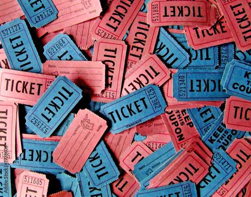 Fotografía pink and blue tickets