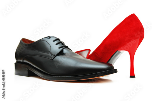 Fotografía  black male shoe and red female shoe isolated on wh