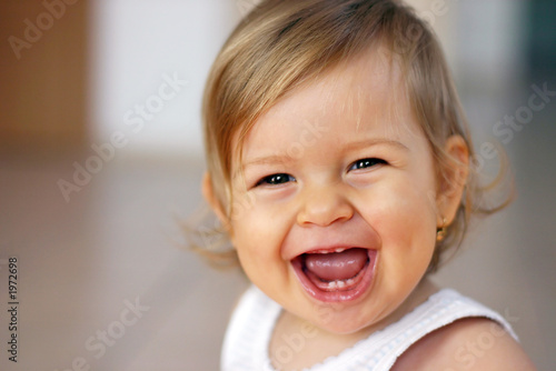 Obraz laughing baby - fototapety do salonu