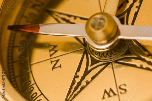 Keuken foto achterwand Schip old style brass compass closeup