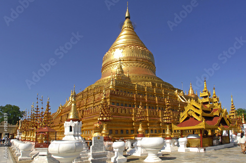 Photo  myanmar, bagan: shwezigon pagoda