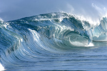Giant Perfect  Hollow Wave Breaking