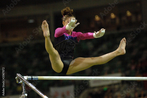 Spoed Foto op Canvas Gymnastiek gymanast uneven bars 02