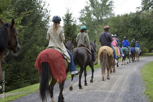 La pose en embrasure Equitation horseback riding group