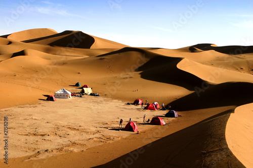 bivouac dans le désert Wallpaper Mural