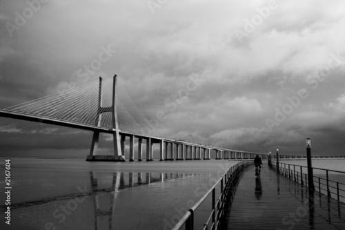 Plakaty czarno białe bycicle-i-most