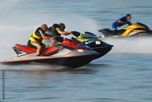 La pose en embrasure Nautique motorise jet-ski