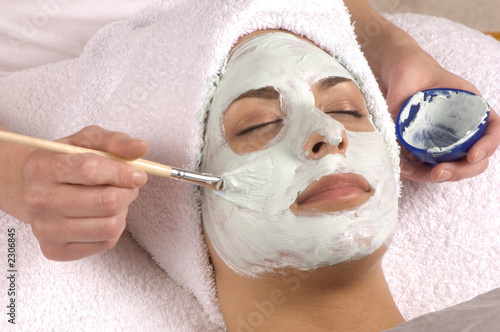 Fotografie, Obraz  spa esthetician applying facial masque