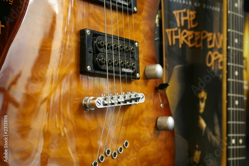 Spoed Foto op Canvas Muziekwinkel hanging guitars