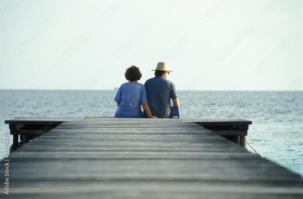 Fototapety, obrazy: coppia seduta sul molo
