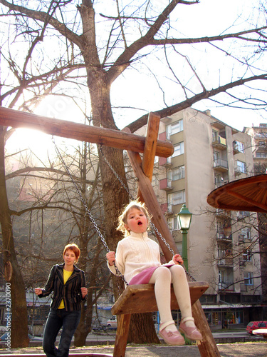 Poster Lieu connus d Asie happy girl swinging in park