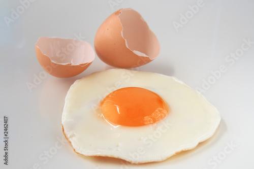 Deurstickers Gebakken Eieren traditional fried egg with cracked shell