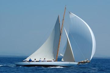 Fototapeta barca a vela classica con vento al lasco