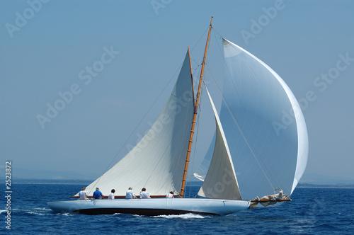 Keuken foto achterwand Zeilen barca a vela classica con vento al lasco