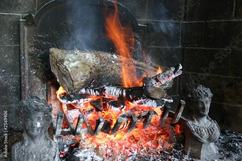 Photo le feu dans la cheminée