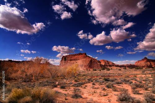 Fototapeta krajobraz pustynny-pejzaz-z-gorami