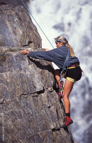 Photo ragazza in arrampicata