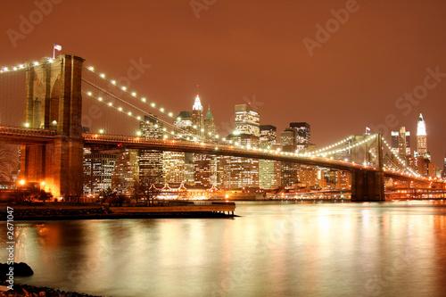 Foto-Flächenvorhang - brooklyn bridge and manhattan skyline at night (von Joshua Haviv)