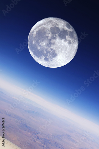 Foto-Rollo - full moon over earth's stratosphere (von logoboom)