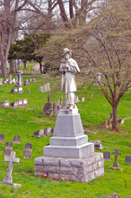 1800s Graves And Monument To C...