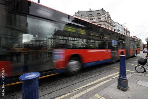 Foto op Canvas Londen rode bus red bus in the traffic