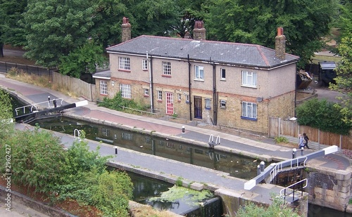 Valokuva  regents canal lock keepers cottages