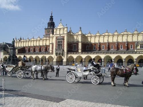 Poster Cracovie hauptmarkt rynek in krakau mit pferdekutschen