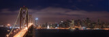 Nocna panorama Bay Bridge w San Francisco