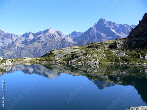 lac dans les hautes alpes Fototapet