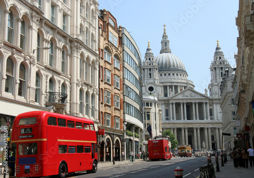 Tuinposter Londen rode bus Fleet Street and St. Paul's Cathedral