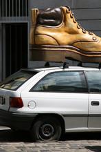 Chaussure Sur Une Voiture