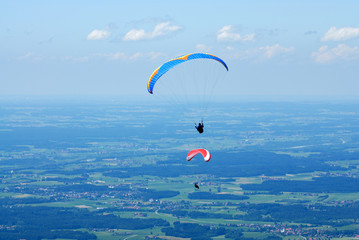 Fototapeta 2 hang-glider in the Alps sky over Bavaria