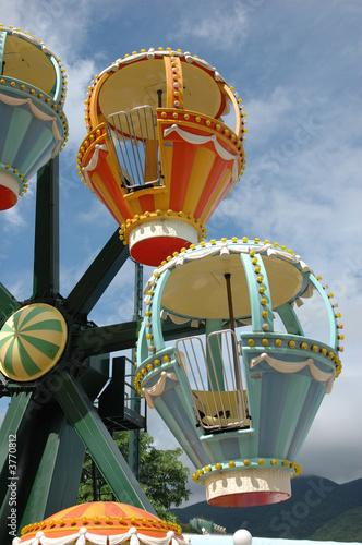 In de dag Amusementspark Colorful ferris wheel