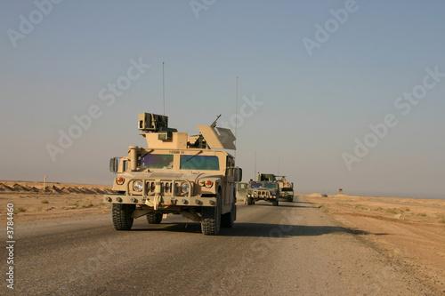Humvees en patrouille en Irak Poster Mural XXL
