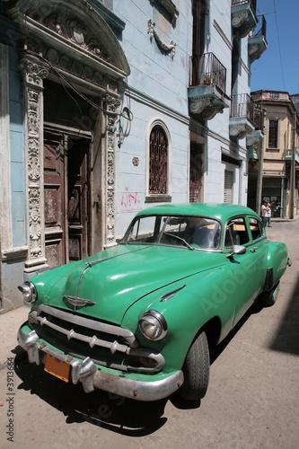 Deurstickers Cubaanse oldtimers Picture of a old car in Cuba. Havana