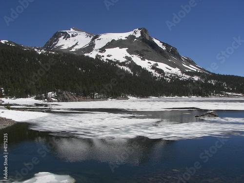 Autocollant pour porte Arctique yosemite high altitude lake snow in june