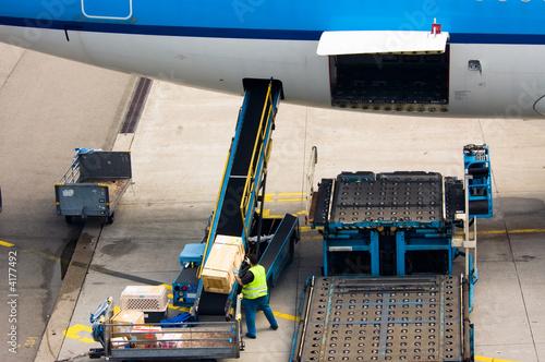 Fényképezés  loading cargo