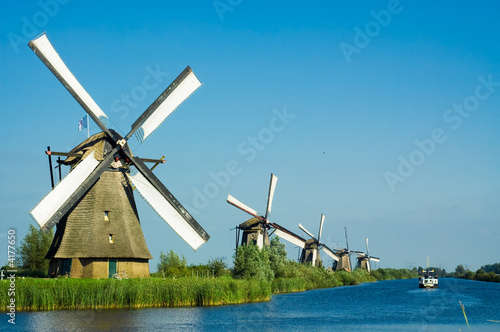 Fotografía  beautiful dutch windmill landscape