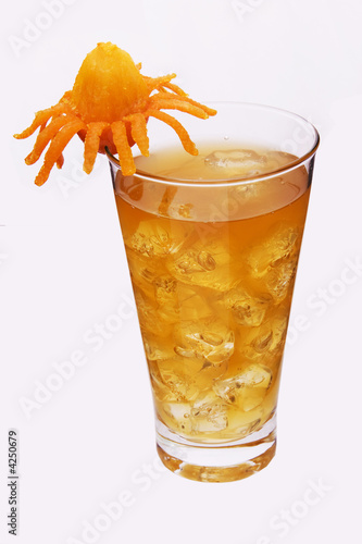 Foto op Aluminium Opspattend water a yellow fruity drink