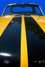 Gelb-Schwarz Gestreiftes Auto