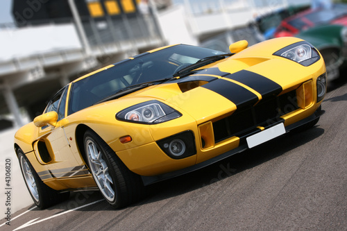 Foto  Super car at race circuit