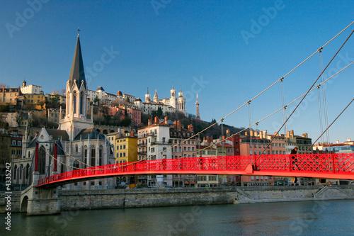 Papiers peints Ville sur l eau Pont passager sur la Saône à Lyon.