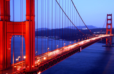 Fototapeta Mosty Golden Gate Bridge, San Francisco California, traffic through suspension bridge at night