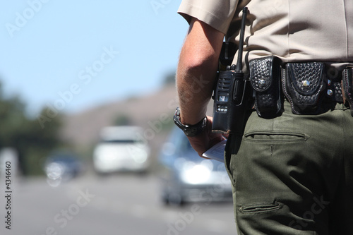 A police officer standing by traffic Fotobehang