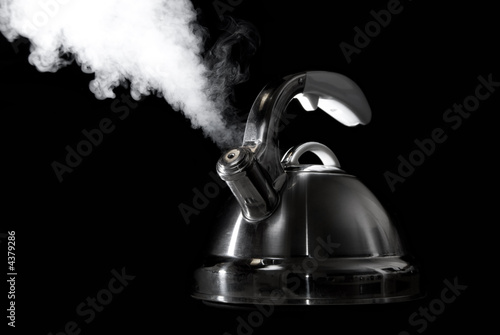 Tea kettle with boiling water on black background Canvas-taulu