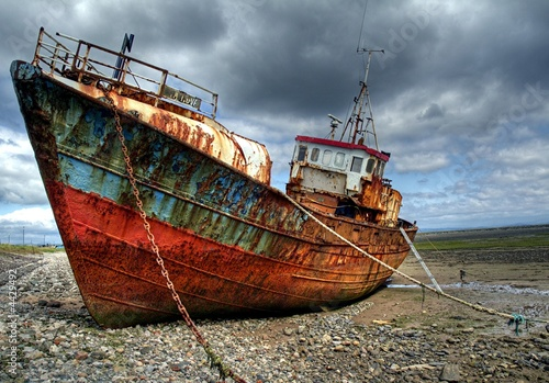 Fotobehang Schipbreuk Trawler on Roa Island Causeway, Barrow in Furness