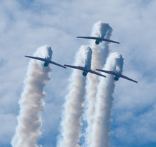 Four T-6 Texan SNJ WWII Trainer Airplanes Performing A Show
