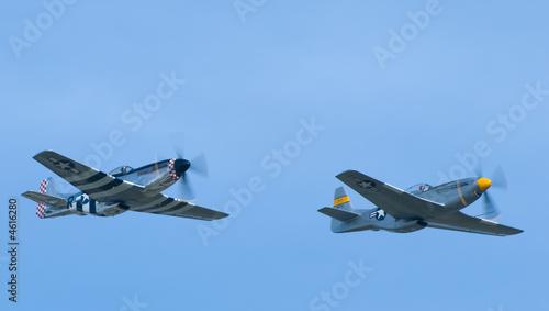 Fotografija Two P-51 Mustang Airplanes