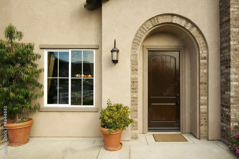 Eine Neu Gebaute Moderne Amerikanische Haustur Und Terrasse Foto