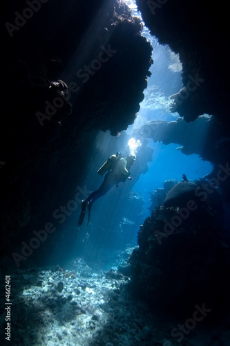 Foto op Canvas Duiken Diver in a cave